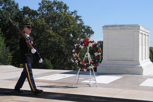 Wreath-at-Tomb-of-the-Unknown-Soldier